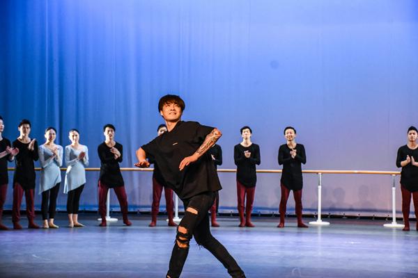 """四小福送福舞蹈_""""舞帅""""福洋 2017中国中小学舞蹈教育年度人物候选人 - 2017中 ..."""