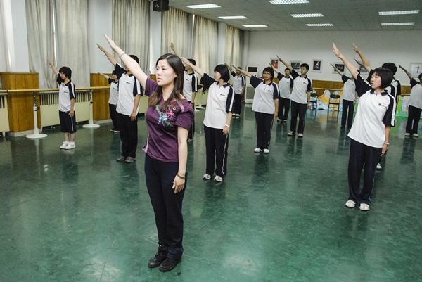 八十中肖燕老师讲授舞蹈必修课《舞蹈赏析》.JPG