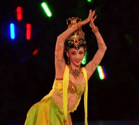 """【直播艺考 美育人生】和""""丝路女神""""青年舞蹈家殷硕聊天:关于艺考的那些往事"""