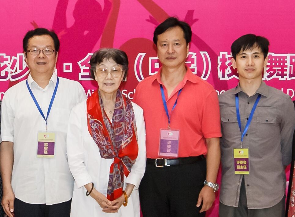 黄豆豆担任荷花少年全国校园舞蹈展演评委.jpg