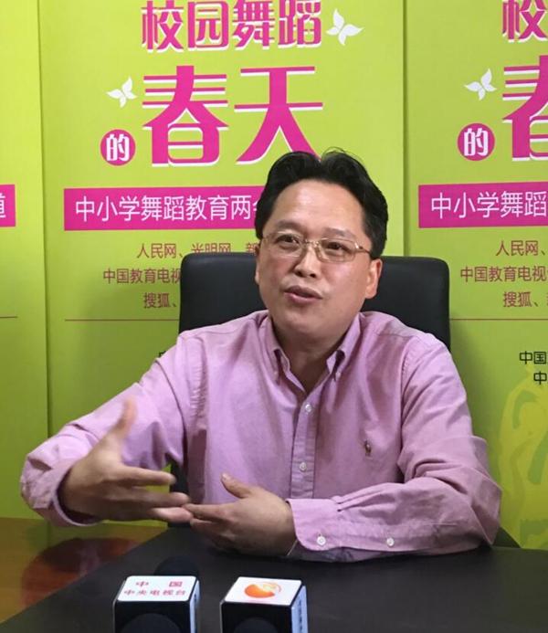 郭磊接受中国校园舞蹈网采访.jpg