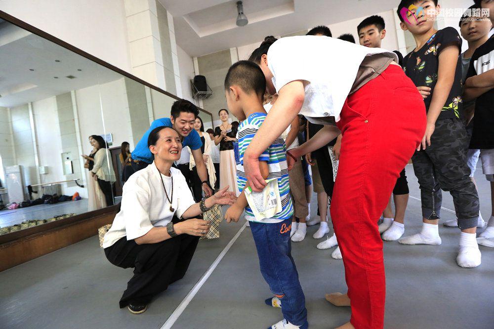 2016年9月15日  学员班与自闭症患儿活动  6.JPG